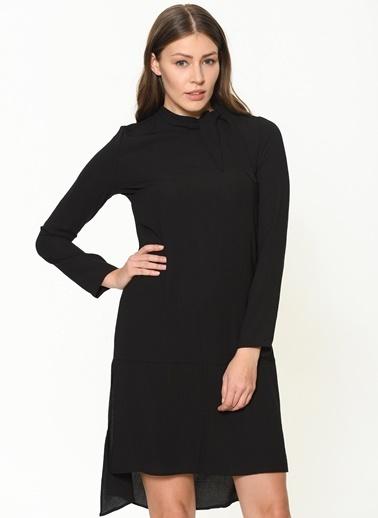 İroni Yaka Detaylı Saten Tunik Siyah